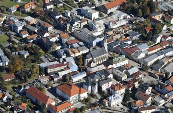 Luftaufnahme vom Stadtzentrum Freyung.